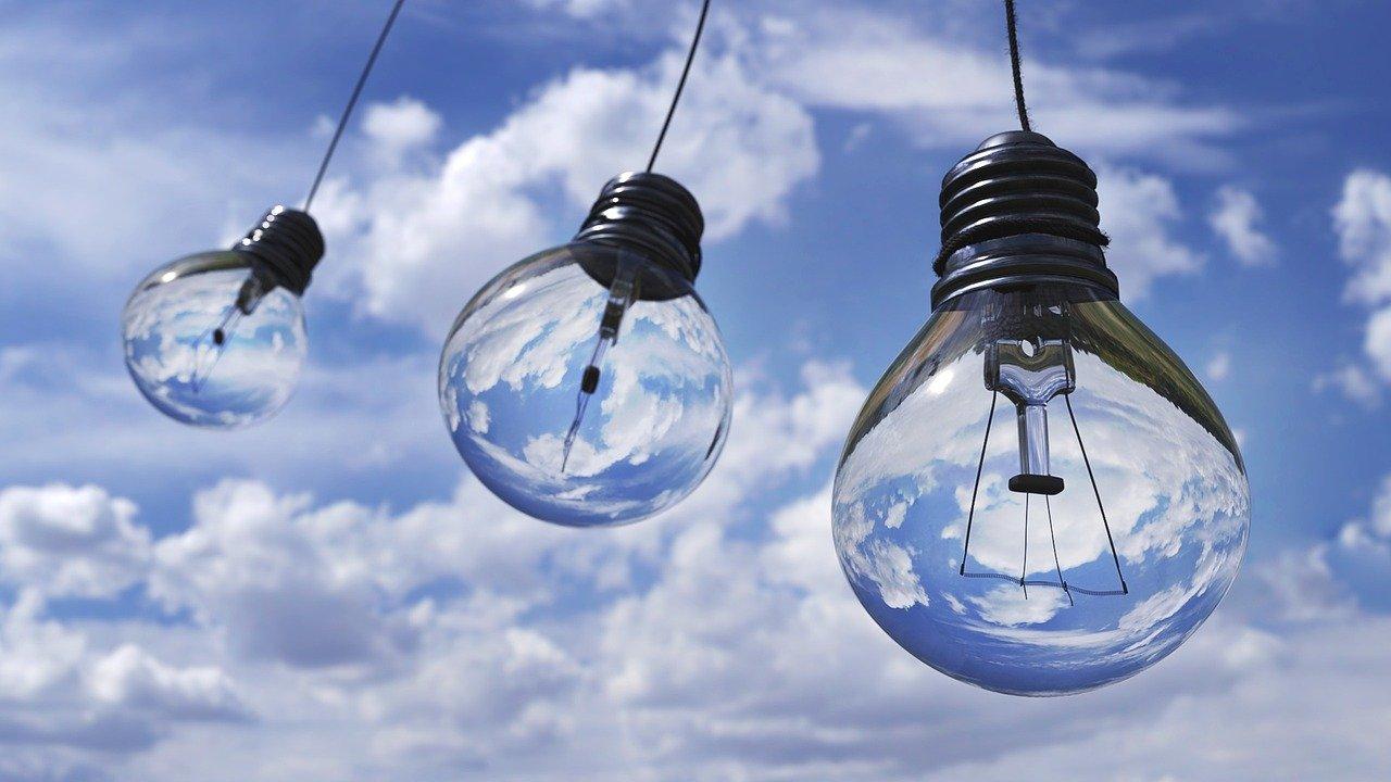 Quelques ampoules dans le ciel