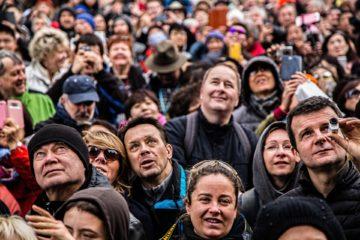 Des visages, une foule