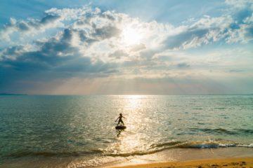 Surfer sur l'océan de la vie